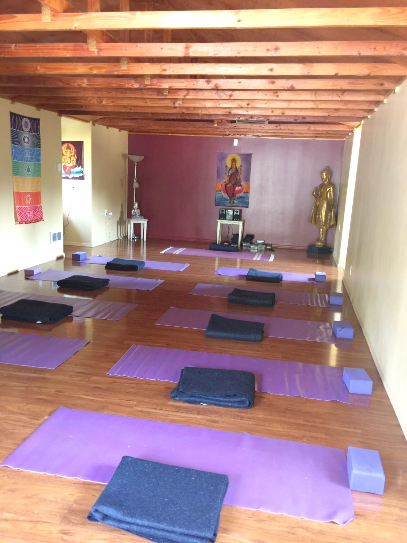 Aquarian Dance - Yoga Retreat Studio1